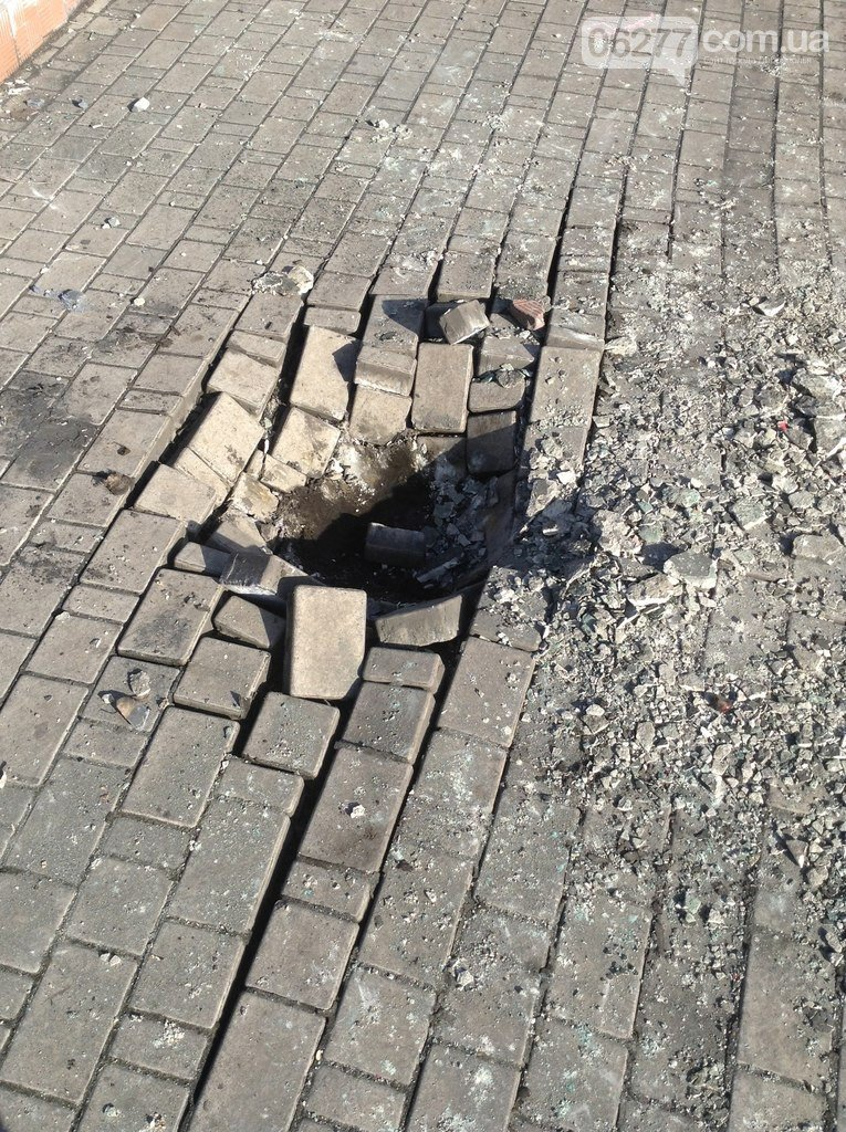 В Доброполье снесли памятник Ленину (ФОТО) (ОБНОВЛЕНО) (фото) - фото 1