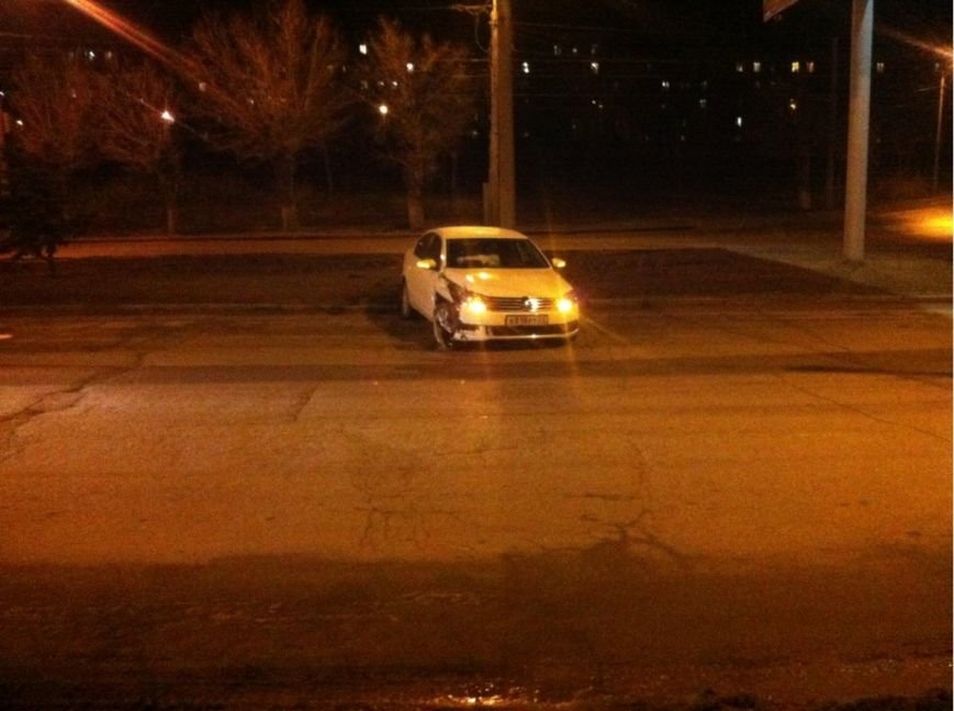 Волгоградец на «Volkswagen Passat» врезался в столб (фото) - фото 1