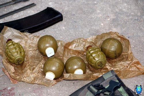 У мариупольцев изъяли взрывчатку, пистолеты и гранаты (ФОТО), фото-3
