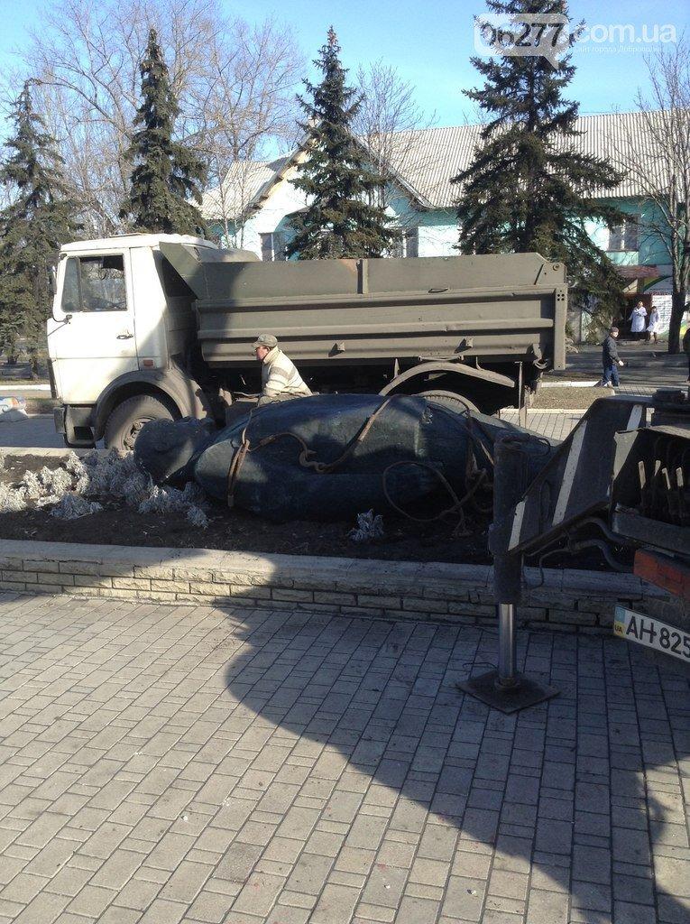 Ленинопад докатился и до Доброполья: ночью неизвестые снели памятник вождю (Обновлено) (фото) - фото 10