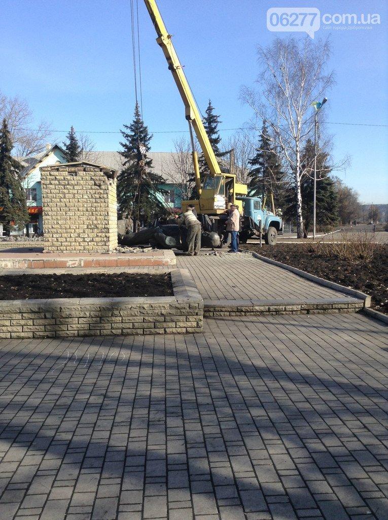 Ленинопад докатился и до Доброполья: ночью неизвестые снели памятник вождю (Обновлено) (фото) - фото 8