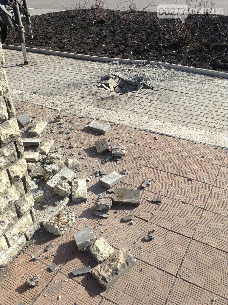 Ленинопад докатился и до Доброполья: ночью неизвестые снели памятник вождю (Обновлено) (фото) - фото 9