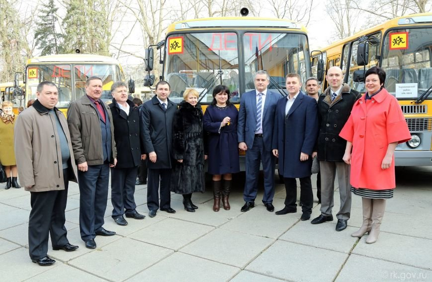 Аксенов вручил ключи от 30 новых школьных автобусов, которые поступят в регионы Крыма (ФОТО), фото-6