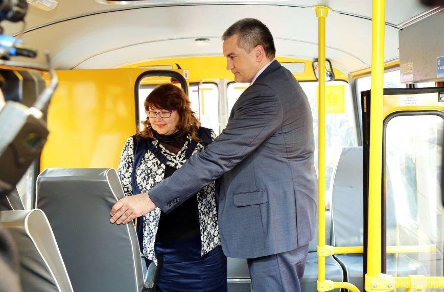 Аксенов вручил ключи от 30 новых школьных автобусов, которые поступят в регионы Крыма (ФОТО), фото-5