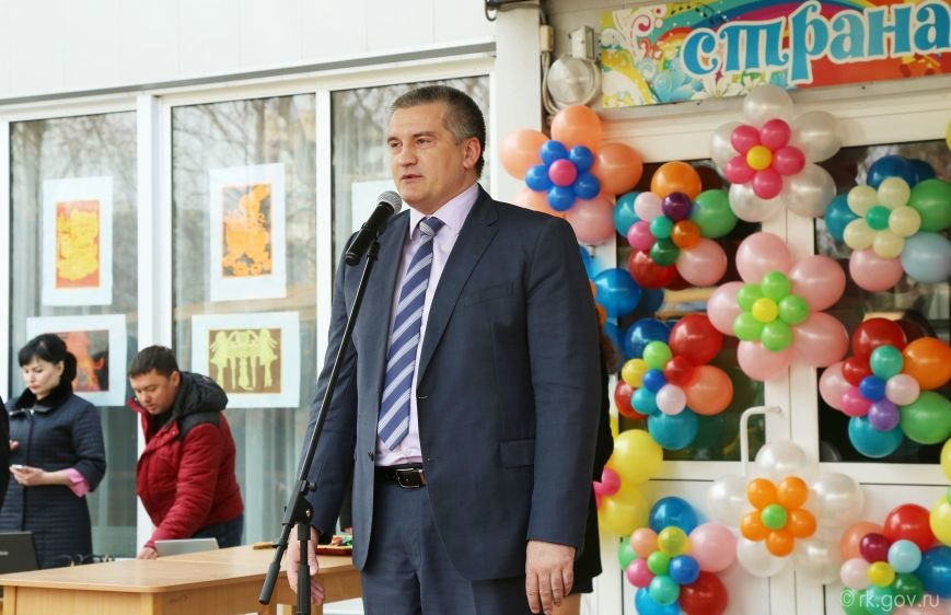 Аксенов вручил ключи от 30 новых школьных автобусов, которые поступят в регионы Крыма (ФОТО), фото-2