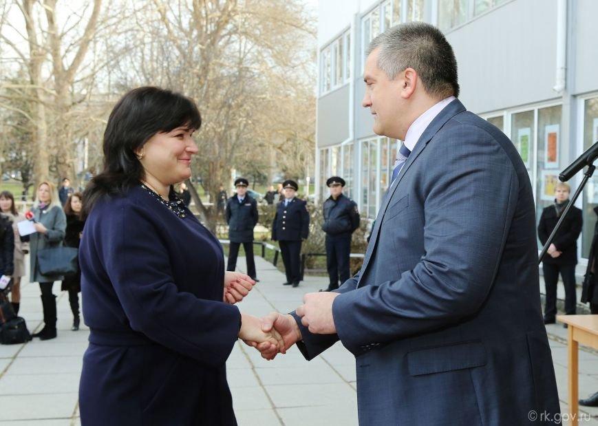 Аксенов вручил ключи от 30 новых школьных автобусов, которые поступят в регионы Крыма (ФОТО), фото-4