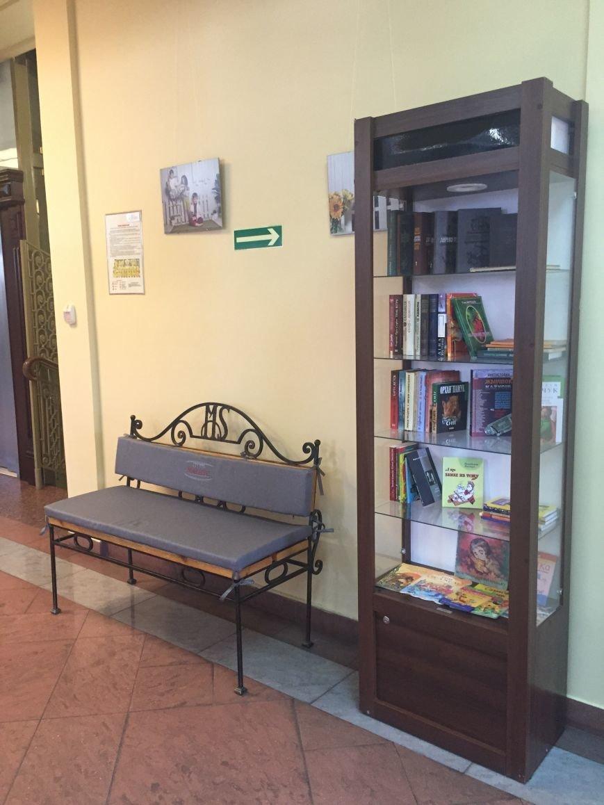 У Львові посеред торгівельного центру відкрили затишний куточок для читання (ФОТО) (фото) - фото 2