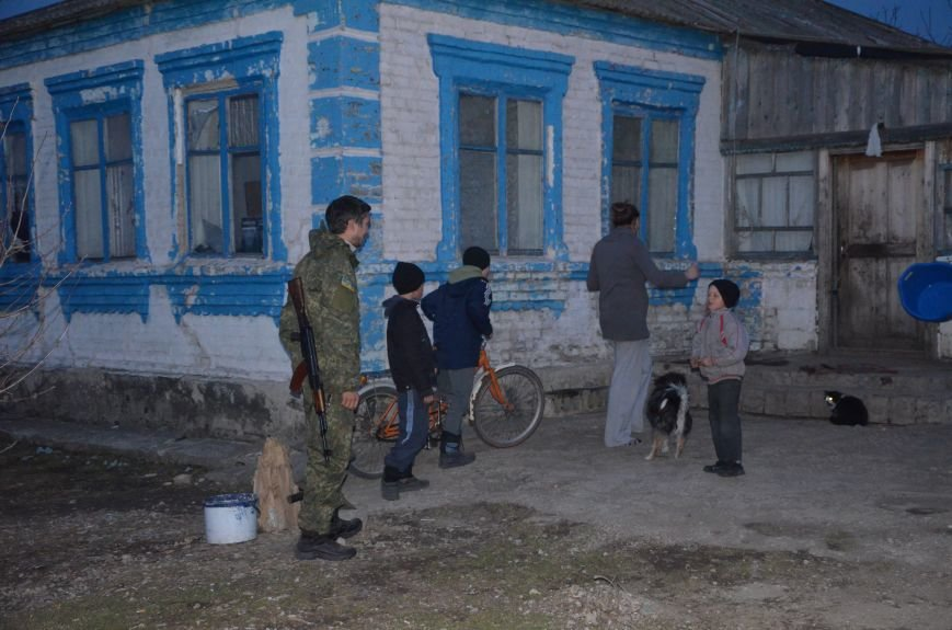 Жизнь под дулом автомата: в прифронтовых селах уже не боятся обстрелов, а дети собирают гильзы (ФОТОРЕПОРТАЖ), фото-59