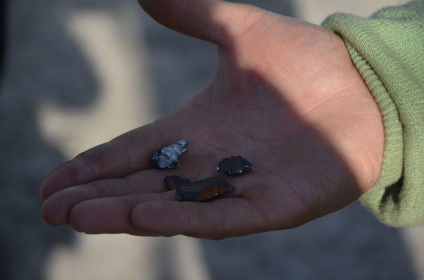 Жизнь под дулом автомата: в прифронтовых селах уже не боятся обстрелов, а дети собирают гильзы (ФОТОРЕПОРТАЖ), фото-46