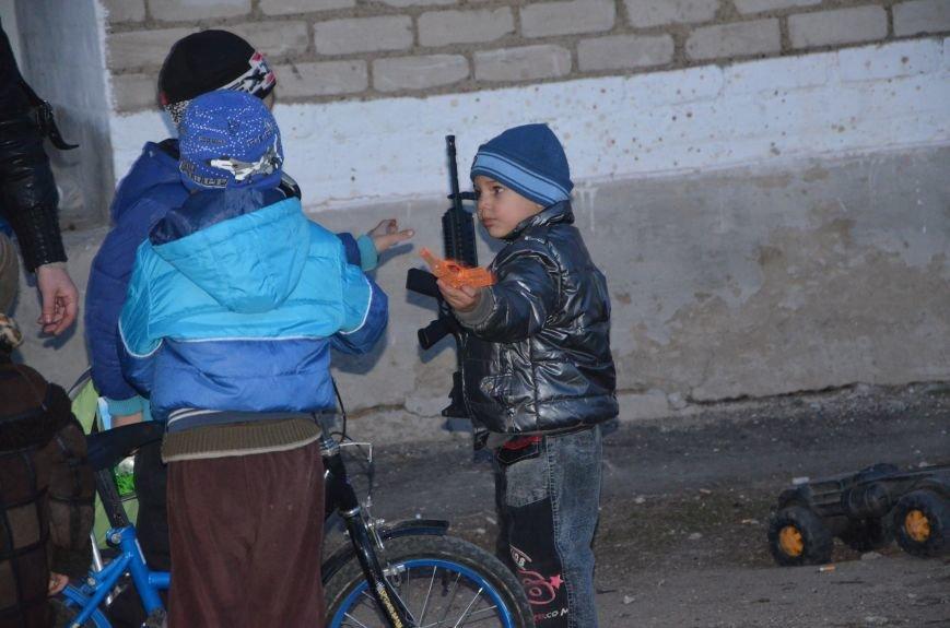 Жизнь под дулом автомата: в прифронтовых селах уже не боятся обстрелов, а дети собирают гильзы (ФОТОРЕПОРТАЖ), фото-56