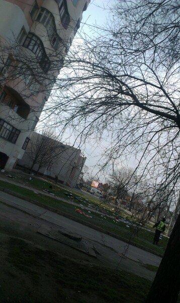 Житель Николаева начал новую жизнь и выбросил с балкона мебель и кухонную утварь (ФОТО) (фото) - фото 3
