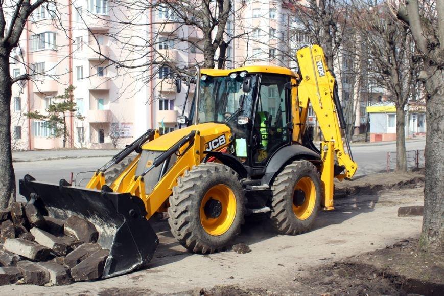 У Тернополі розпочали капітальний ремонт дворів та тротуарів (фото) (фото) - фото 1