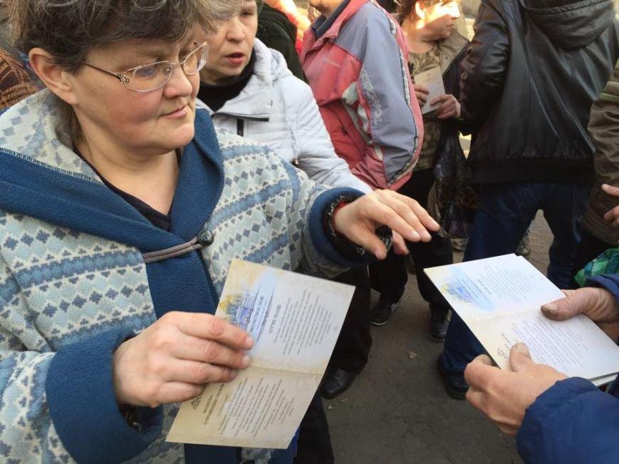 Волонтеры раздали авдеевцам хлеб и продукты (фото), фото-12