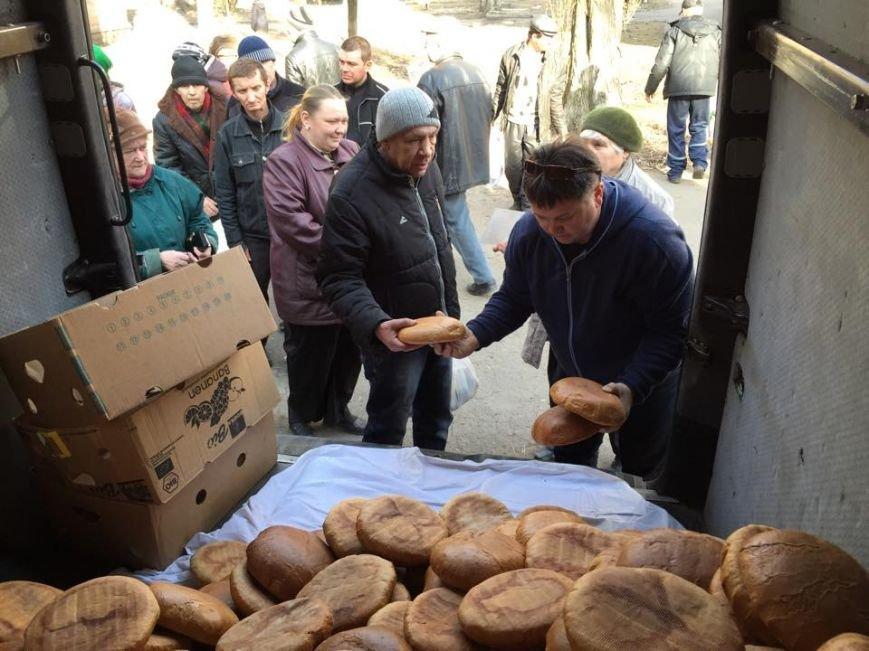 Волонтеры раздали авдеевцам хлеб и продукты (фото), фото-4