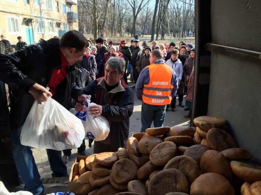 Волонтеры раздали авдеевцам хлеб и продукты (фото), фото-2