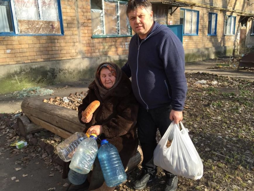 Волонтеры раздали авдеевцам хлеб и продукты (фото), фото-8