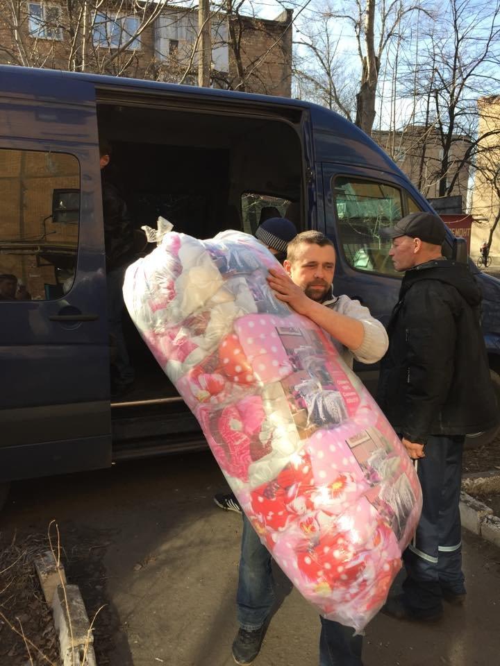 Волонтеры раздали авдеевцам хлеб и продукты (фото), фото-10