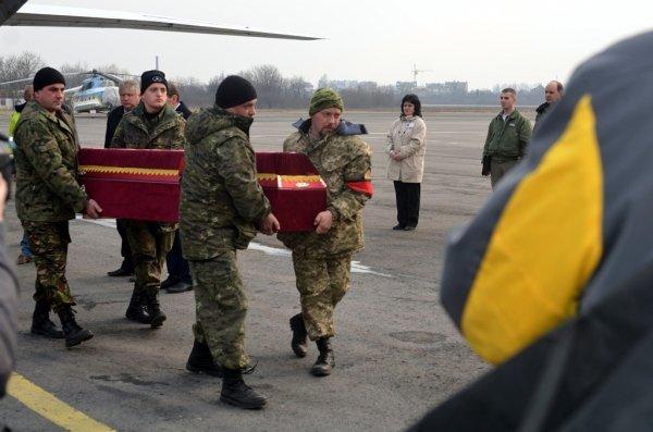 Сьогодні в Ужгороді оголошено днем жалоби у зв'язку з вшануванням пам'яті Віталія Постолакі (ФОТО) (фото) - фото 7