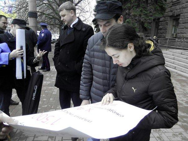 Николаевцы устроили пикет под стенами горсовета: требуют признать Россию страной-агрессором (ФОТО) (фото) - фото 6