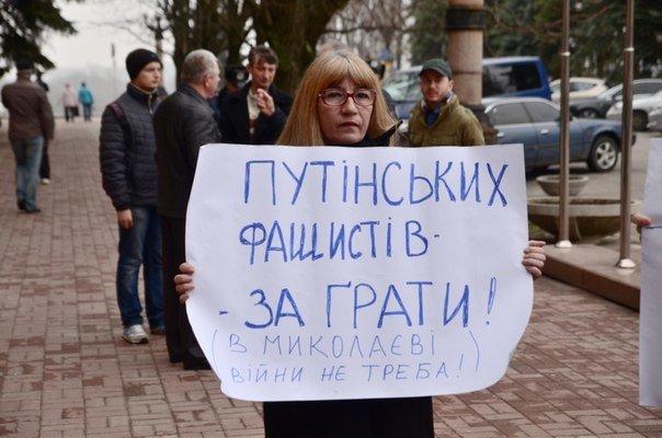 Николаевцы устроили пикет под стенами горсовета: требуют признать Россию страной-агрессором (ФОТО) (фото) - фото 2