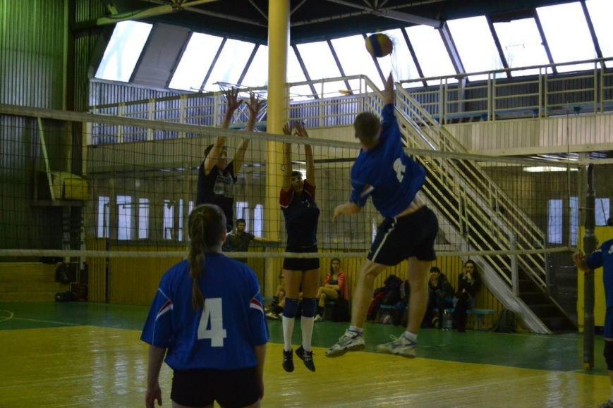 В Родинском состоялся городской турнир по волейболу (фото) - фото 2