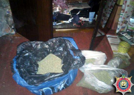 Правоохранители изъяли наркотики  и патроны у мариупольца (ФОТО) (фото) - фото 1
