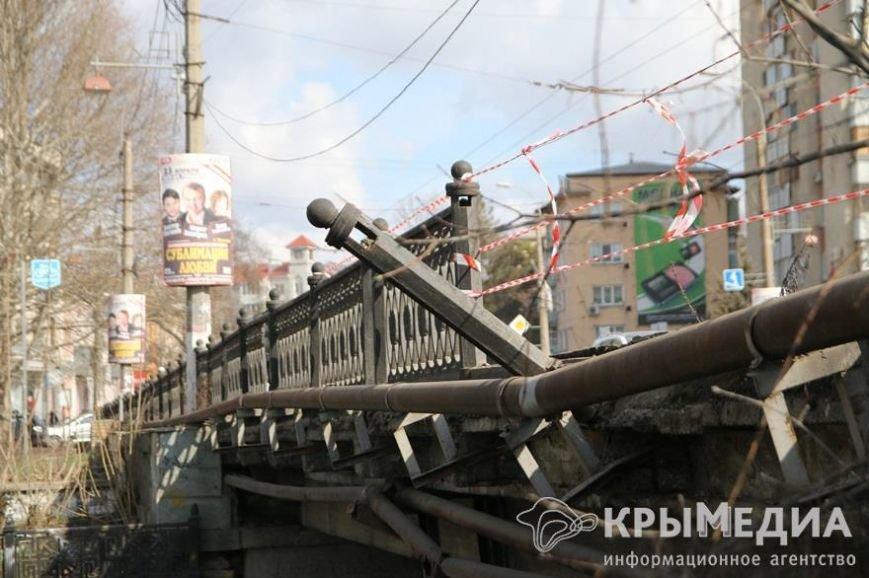 Водитель, устроивший ДТП в центре Симферополя, за собственный деньги отремонтирует ограждение моста (ФОТО) (фото) - фото 2