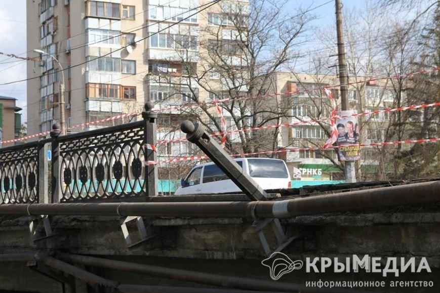 Водитель, устроивший ДТП в центре Симферополя, за собственный деньги отремонтирует ограждение моста (ФОТО) (фото) - фото 1