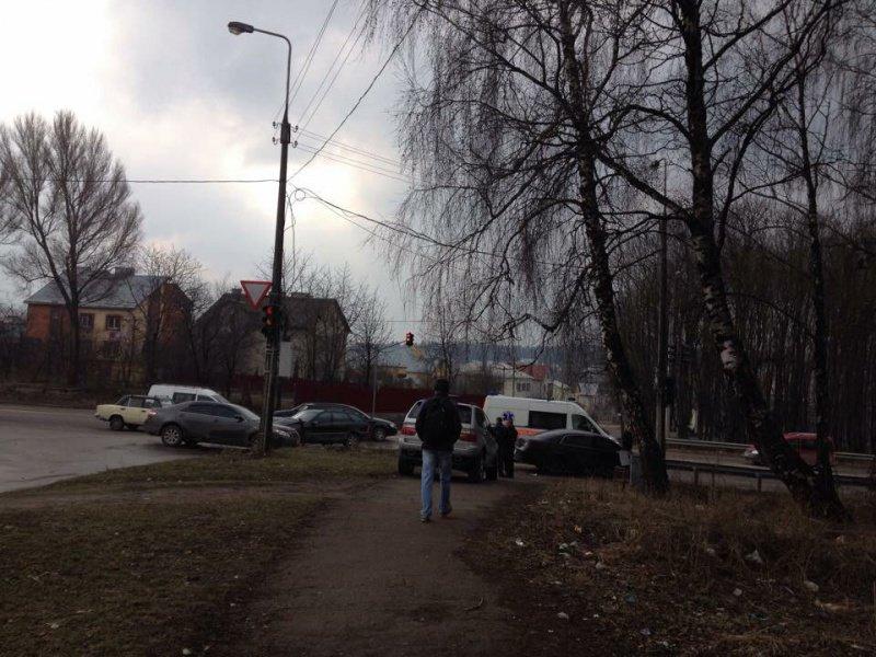 У Тернополі біля «Берегині» сталася потрійна ДТП (фото) (фото) - фото 1