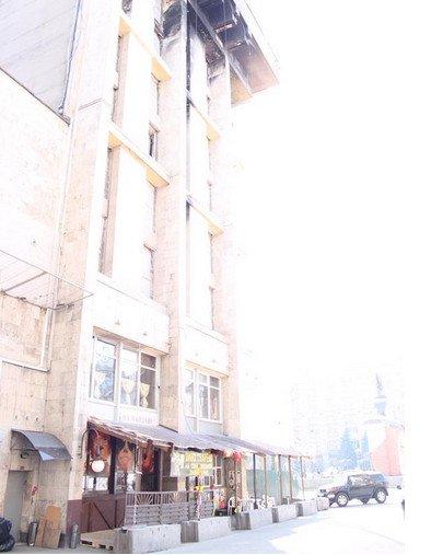В Доме профсоюзов уже открыли пивбар, - Кулеба (ФОТО) (фото) - фото 1