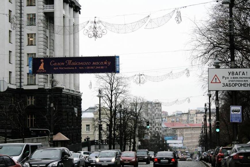 В Киеве Аллею Героев Небесной Сотни украсили патриотической рекламой (ФОТОФАКТ) (фото) - фото 4
