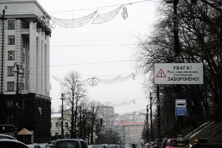В Киеве Аллею Героев Небесной Сотни украсили патриотической рекламой (ФОТОФАКТ) (фото) - фото 5