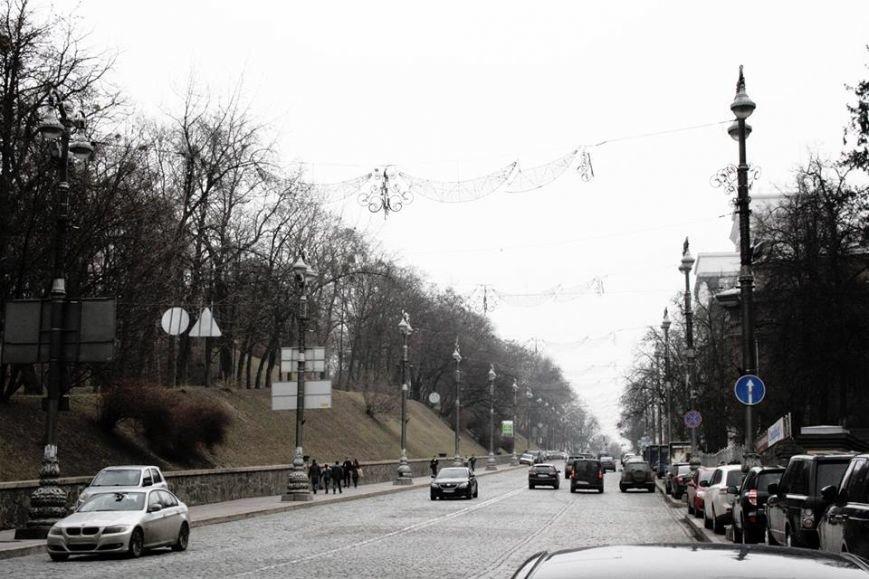 В Киеве Аллею Героев Небесной Сотни украсили патриотической рекламой (ФОТОФАКТ) (фото) - фото 3