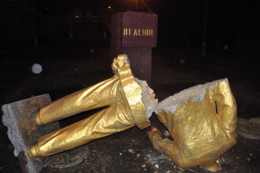 Ленинопад в Запорожской области: упало ещё 4 памятника «вождю» (ФОТО) (фото) - фото 1