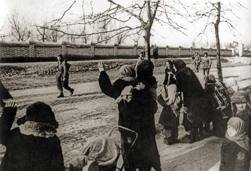 Сегодня - день освобождения Херсона от фашистов (фото) - фото 2
