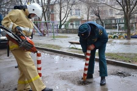 В Симферополе врачи «скорых» не могут добраться к пациентам из-за ограждений во дворах (ФОТО), фото-3