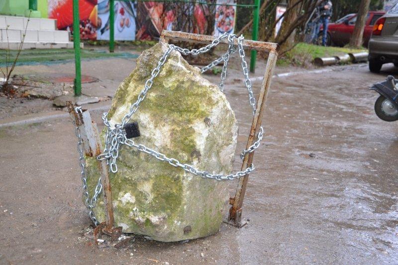 В Симферополе врачи «скорых» не могут добраться к пациентам из-за ограждений во дворах (ФОТО), фото-5
