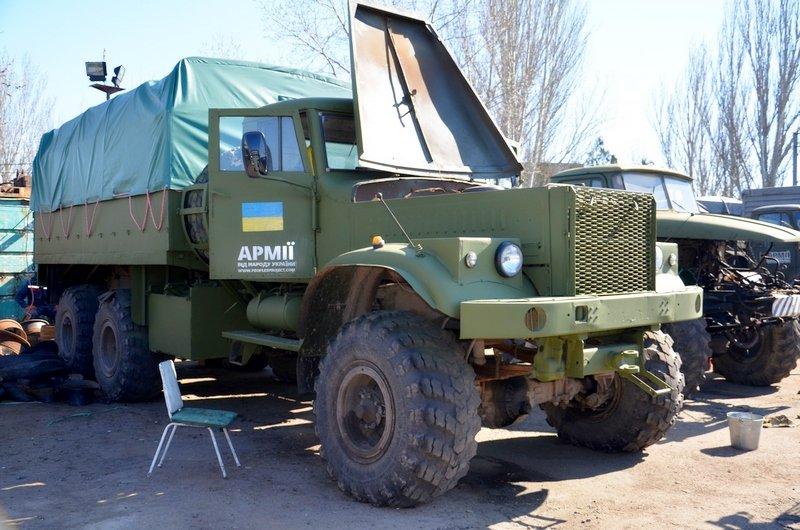 Волонтеры Николаева отремонтировали два грузовика для военных (ФОТО) (фото) - фото 1
