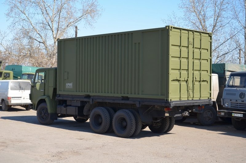 Волонтеры Николаева отремонтировали два грузовика для военных (ФОТО) (фото) - фото 2
