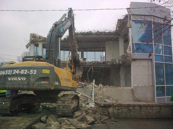 В Симферополе продолжается снос трехэтажной «стекляшки» на Центральном рынке. Стало известно, что будет на ее месте (ФОТО) (фото) - фото 7