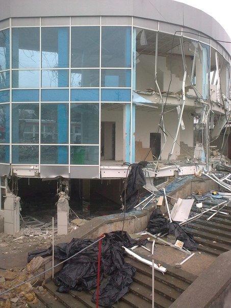 В Симферополе продолжается снос трехэтажной «стекляшки» на Центральном рынке. Стало известно, что будет на ее месте (ФОТО), фото-3