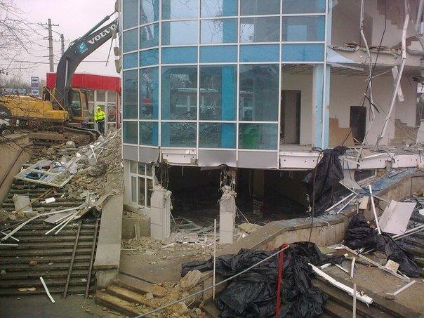 В Симферополе продолжается снос трехэтажной «стекляшки» на Центральном рынке. Стало известно, что будет на ее месте (ФОТО), фото-2