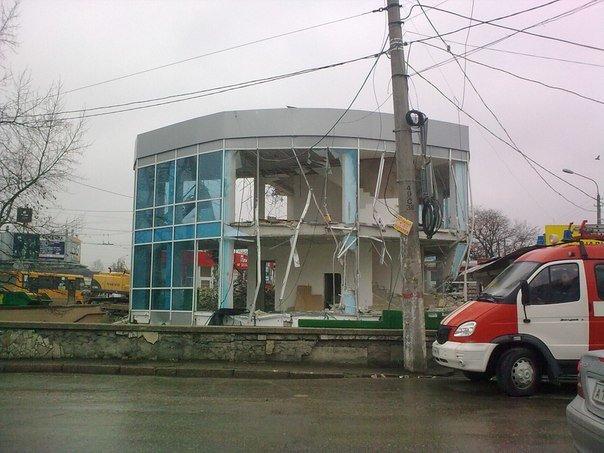 В Симферополе продолжается снос трехэтажной «стекляшки» на Центральном рынке. Стало известно, что будет на ее месте (ФОТО) (фото) - фото 1