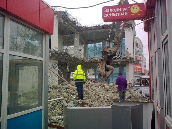 В Симферополе продолжается снос трехэтажной «стекляшки» на Центральном рынке. Стало известно, что будет на ее месте (ФОТО) (фото) - фото 8