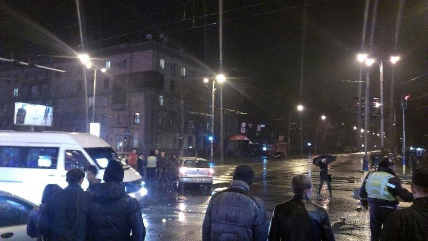 В центре Запорожья столкнулись две иномарки – есть пострадавшие (ФОТО) (фото) - фото 1