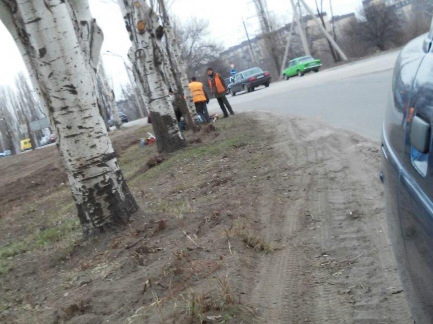 Коммунальщики Кривого Рога на улице сжигают мусор и сухие листья (ФОТОФАКТ) (фото) - фото 1