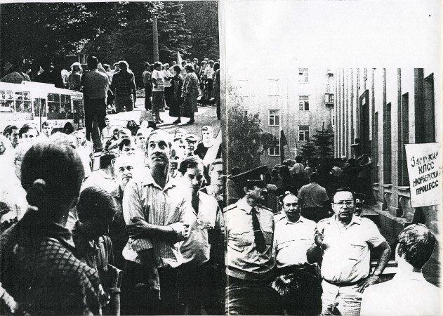 История о том, как в Мариуполе сине-желтый флаг поднимали (фото) - фото 1