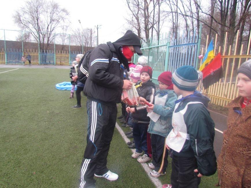 «Правый сектор» и тернопольские волонтеры раздавали конфеты мариупольским детям (ФОТО), фото-13