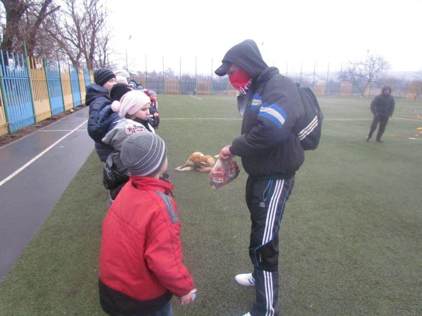 «Правый сектор» и тернопольские волонтеры раздавали конфеты мариупольским детям (ФОТО), фото-12