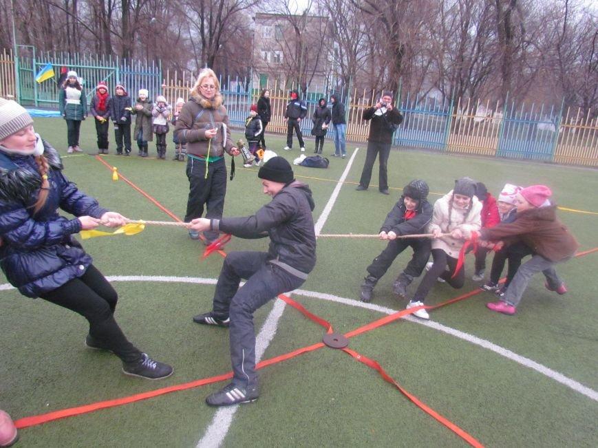«Правый сектор» и тернопольские волонтеры раздавали конфеты мариупольским детям (ФОТО), фото-11
